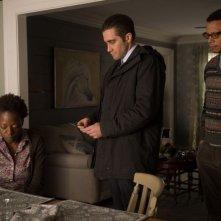 Prisoners: Viola Davis, Jake Gyllenhaal e Terrence Howard in una scena del film