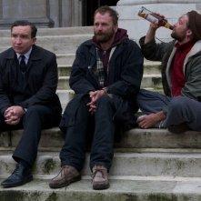 Still Life: Eddie Marsan in una bizzarra scena del film