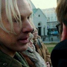 The Fifth Estate: Benedict Cumberbatch si confronta con Daniel Bruhl in una scena del film