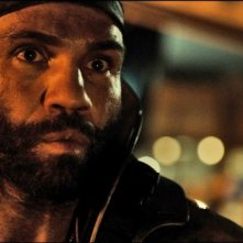 Conrad Pla in una scena di Riddick