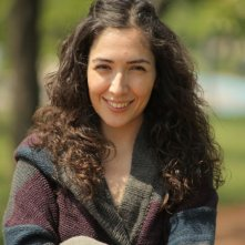 Nobody's Home: la regista del film Deniz Akçay Katiksiz sorride in una foto promozionale