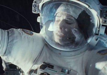 Gravity: un primo piano di Sandra Bullock nello spazio