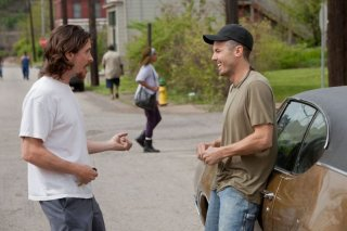Out of the Furnace: Casey Affleck e Christian Bale in una scena del film
