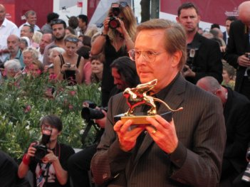 Venezia 2013 - William Friedkin sul red carpet con il Leone d'Oro