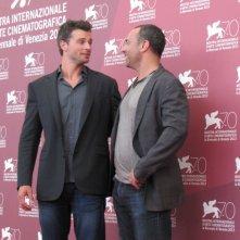 Il regista Peter Landesman e Tom Welling presentano il film Parkland alla Mostra di Venezia 2013