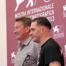 Tom Hardy presenta Locke alla Mostra di Venezia 2013 accanto al regista Steven Knight