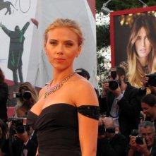 Scarlett Johansson presenta Under the Skin a Venezia 2013 sul tappeto rosso