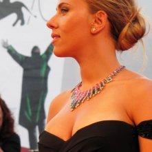 Una splendida Scarlett Johansson presenta Under the Skin a Venezia 2013 sul tappeto rosso