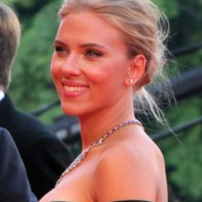 Una splendida Scarlett Johansson presenta Under the Skin alla Mostra di Venezia 2013 sul red carpet