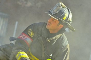Chicago Fire: Taylor Kinney nell'episodio God Has Spoken