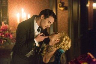 Dracula: Jonathan Rhys Meyers e Victoria Smurfit in una scena della serie