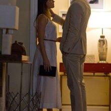 Amber Heard in una tenera scena de Il potere dei soldi con Liam Hemsworth