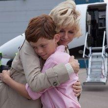 Diana - La storia segreta di Lady D: Naomi Watts abbraccia il piccolo Harry Holland in una scena