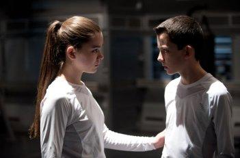 Ender's Game: Hailee Steinfeld e Asa Butterfield in una scena