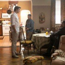Liam Hemsworth con Richard Dreyfuss e Josh Holloway nel film Il potere dei soldi