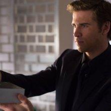 Liam Hemsworth nei panni di Adam Cassidy nel thriller Il potere dei soldi