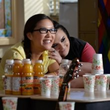 Nikki Blonsky e Ally Maki in una foto sul set di Geography Club