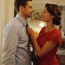 Betrayal: Chris J. Johnson ed Hannah Ware in una scena della serie