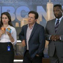 The Michael J. Fox Show: Michael J. Fox, Wendell Pierce ed Ana Nogueira in una scena della serie