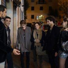 Universitari - Molto più che amici: i sei protagonisti del film in una scena