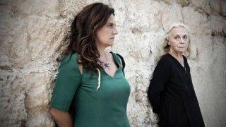Via Castellana Bandiera: Emma Dante con Elena Cotta in una scena