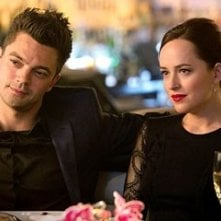 Need for Speed: Dominic Cooper e Dakota Johnson in una scena del film