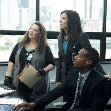 Corpi da reato: Sandra Bullock con Melissa McCarthy e Marlon Wayans in una scena