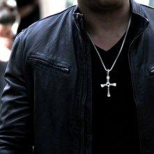 Fast & Furious 7: un dettaglio della croce che Vin Diesel porta al collo