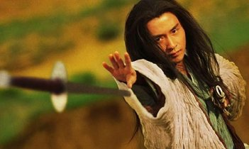 Leslie Cheung in una sequenza di Ashes of Time
