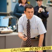 Brooklyn Nine-Nine: Joe Lo Truglio in una scena della serie