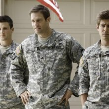 Enlisted: Geoff Stults, Chris Lowell e Parker Young in una foto di scena della serie
