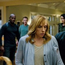 Hostages: Toni Collette e Dylan McDermott in una scena della serie