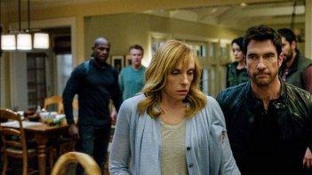 Hostages: Toni Collette e Dylan McDermott in una scena della serie