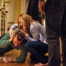 Hostages: Toni Collette e Tate Donovan in una scena della serie
