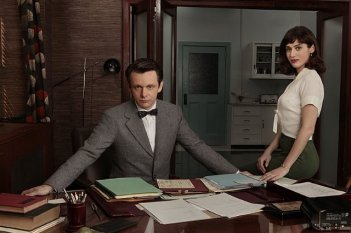 Masters of Sex: Lizzy Caplan e Michael Sheen in una foto promozionale della serie