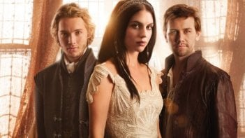 Reign: Toby Regbo, Adelaide Kane e Torrance Coombs in una foto promozionale della serie