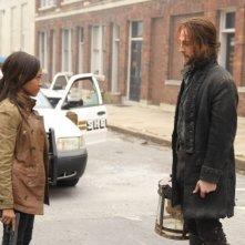 Sleepy Hollow: Tom Mison e Nicole Beharie in una scena del pilot della serie