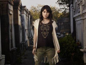 The Originals: Daniella Pineda in una foto promozionale della serie