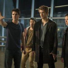 The Tomorrow People: Peyton List, Luke Mitchell, Aaron Yoo e Robbie Amell in una scena della serie