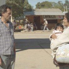 Las acacias: Germán de Silva insieme a Hebe Duarte e Nayra Calle Mamani in una scena del film