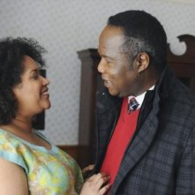 Lucky 7: Kim Roberts ed Isiah Whitlock Jr. in una scena della serie