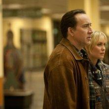 Nicolas Cage e Radha Mitchell in una scena del thriller Il cacciatore di donne