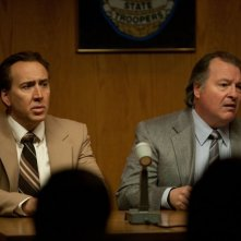 Nicolas Cage in una scena del thriller Il cacciatore di donne con Kevin Dunn