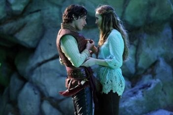 Once Upon a Time in Wonderland: Sophie Lowe e Peter Gadiot nella serie ABC