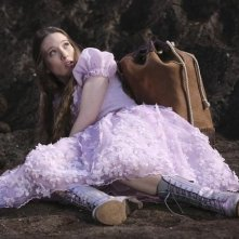 Once Upon a Time in Wonderland: Sophie Lowe in una scena della serie ABC