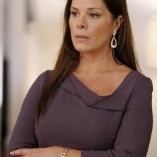 Trophy Wife: Marcia Gay Harden in una scena della serie