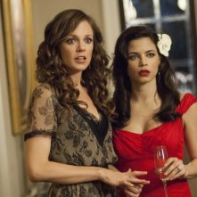 Witches of East End: Rachel Boston e Jenna Dewan-Tatum in una scena