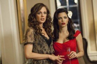 Witches of East End: Rachel Boston e Jenna Dewan-Tatum in una scena