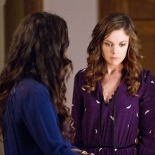 Witches of East End: Rachel Boston e Julia Ormond in una scena