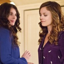 Witches of East End: Rachel Boston e Julia Ormond in una scena della serie